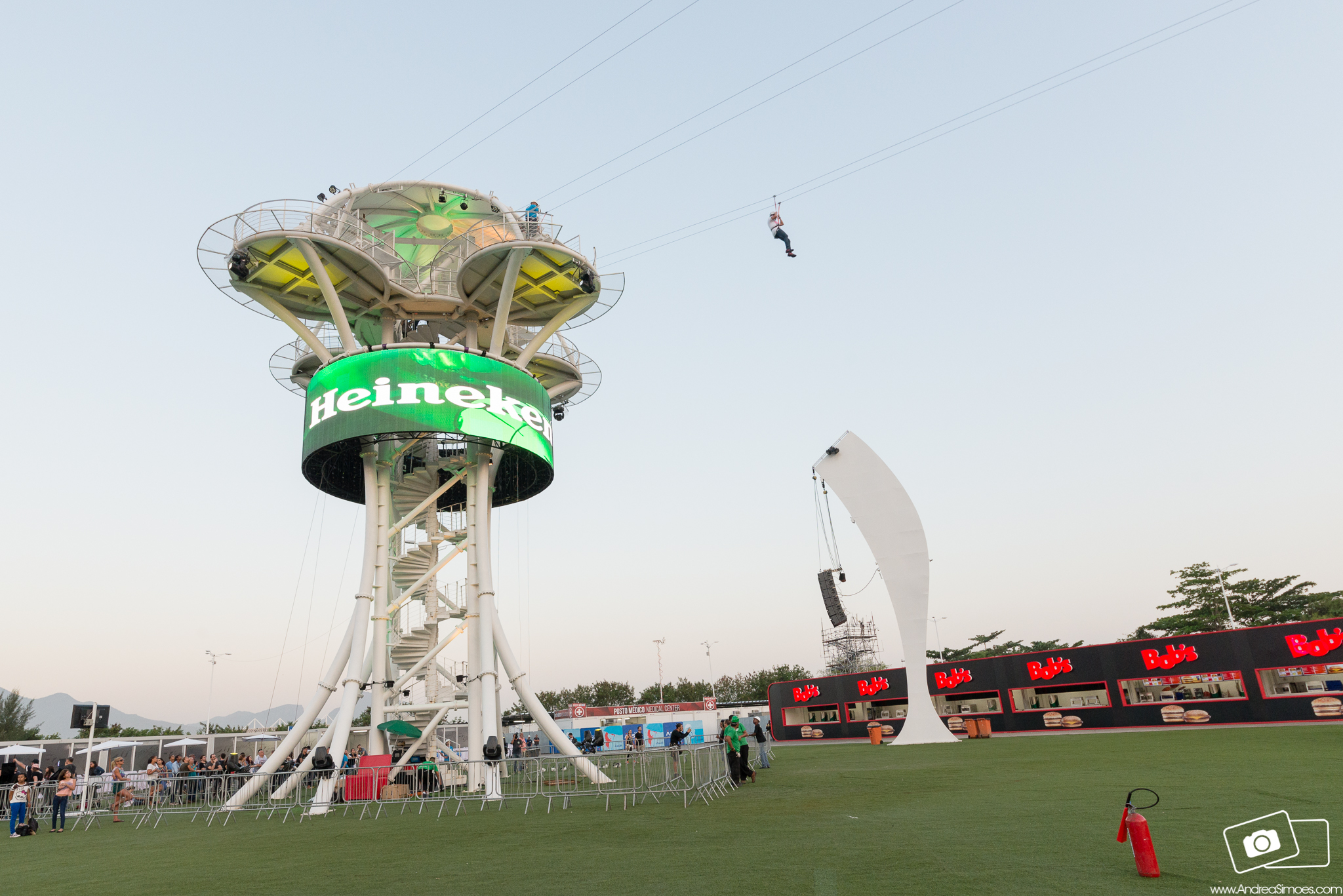 STANDS ROCK IN RIO 2015